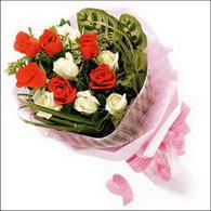 5 kirmizi 5 beyaz güllerden   Ankara online çiçek gönderme sipariş