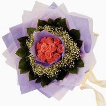 12 adet gül ve elyaflardan   Ankara çiçekçi mağazası