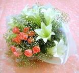Ankara çiçek yolla  lilyum ve 7 adet gül buket