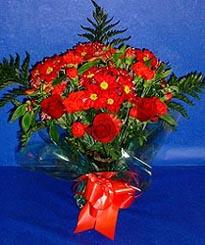 Ankara hediye çiçek yolla  3 adet kirmizi gül ve kir çiçekleri buketi