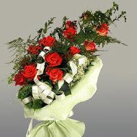 Ankara ucuz çiçek gönder  11 adet kirmizi gül buketi sade haldedir