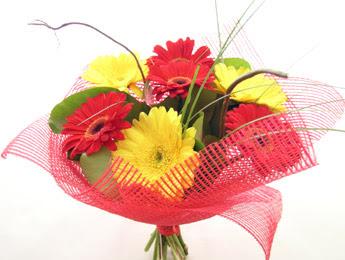 9 adet gerbera çiçeklerinden buket  Ankara çiçek satışı
