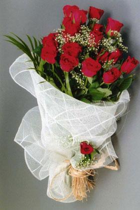 10 adet kirmizi güllerden buket çiçegi  Ankara yurtiçi ve yurtdışı çiçek siparişi
