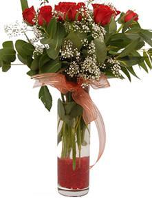 Ankara uluslararası çiçek gönderme  11 adet kirmizi gül vazo çiçegi