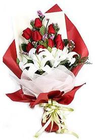 Ankara hediye çiçek yolla  9 adet gül 2 adet kazablanka buketi