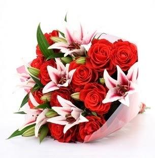 Ankara çiçek siparişi vermek  3 dal kazablanka ve 11 adet kırmızı gül