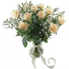 Vazoda 8 adet beyaz gül  Ankara 14 şubat sevgililer günü çiçek