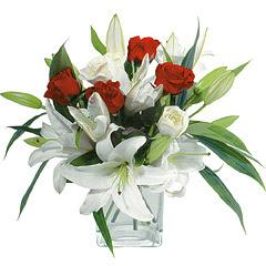 vazo içerisinde 4 gül 1 adet kazablanka  Ankara online çiçek gönderme sipariş