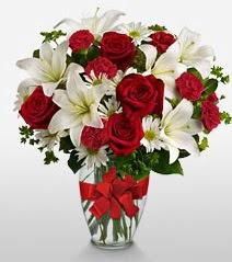 Eşsiz vazo tanzimi güller kazablankalar  Ankara online çiçek gönderme sipariş