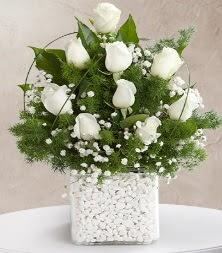 9 beyaz gül vazosu  Ankara çiçek satışı