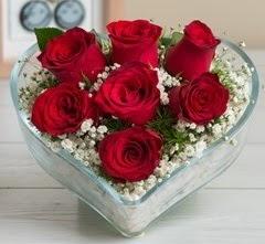 Kalp içerisinde 7 adet kırmızı gül  Ankara çiçek gönderme sitemiz güvenlidir