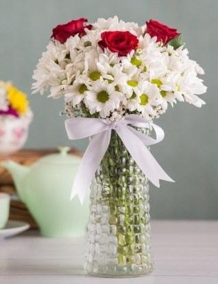 Papatya Ve Güllerin Uyumu camda  Ankara çiçek gönderme sitemiz güvenlidir