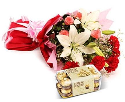 Karışık buket ve kutu çikolata  Ankara çiçek , çiçekçi , çiçekçilik